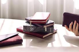 An Attractive Features That You Have Enjoy In Travel Wallets